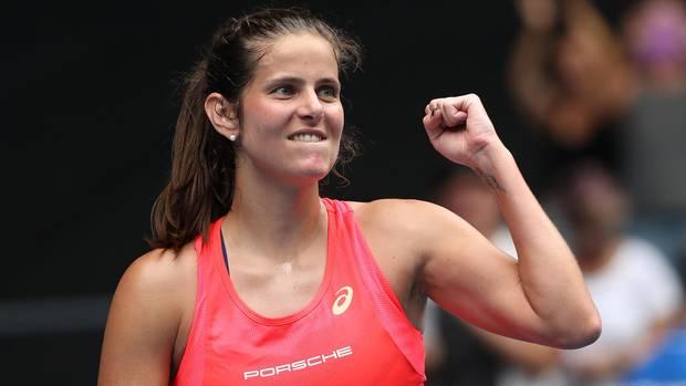 Julia Görges ballt die Faust nach ihrem Sieggegen die Kroatin Petra Martic bei den Australian Open