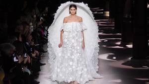 Vip News: Kaia Gerber präsentiert kurioses Brautkleid von Givenchy