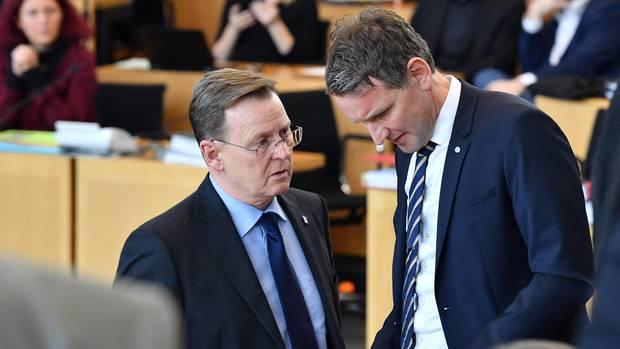 Bodo Ramelow (l., Die Linke), Ministerpräsident von Thüringen, und Björn Höcke (r.), Fraktionsvorsitzender der AfD