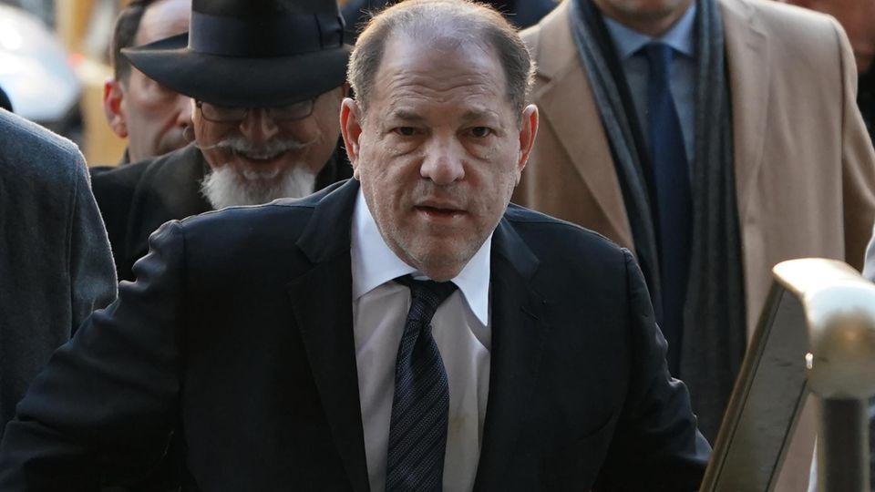 Harvey Weinstein auf dem Weg ins Gericht