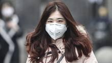 Virus in China: Frau mit Maske in Wuhan