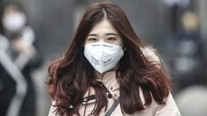 Virus in China: Frau mit Maske in Wuhan
