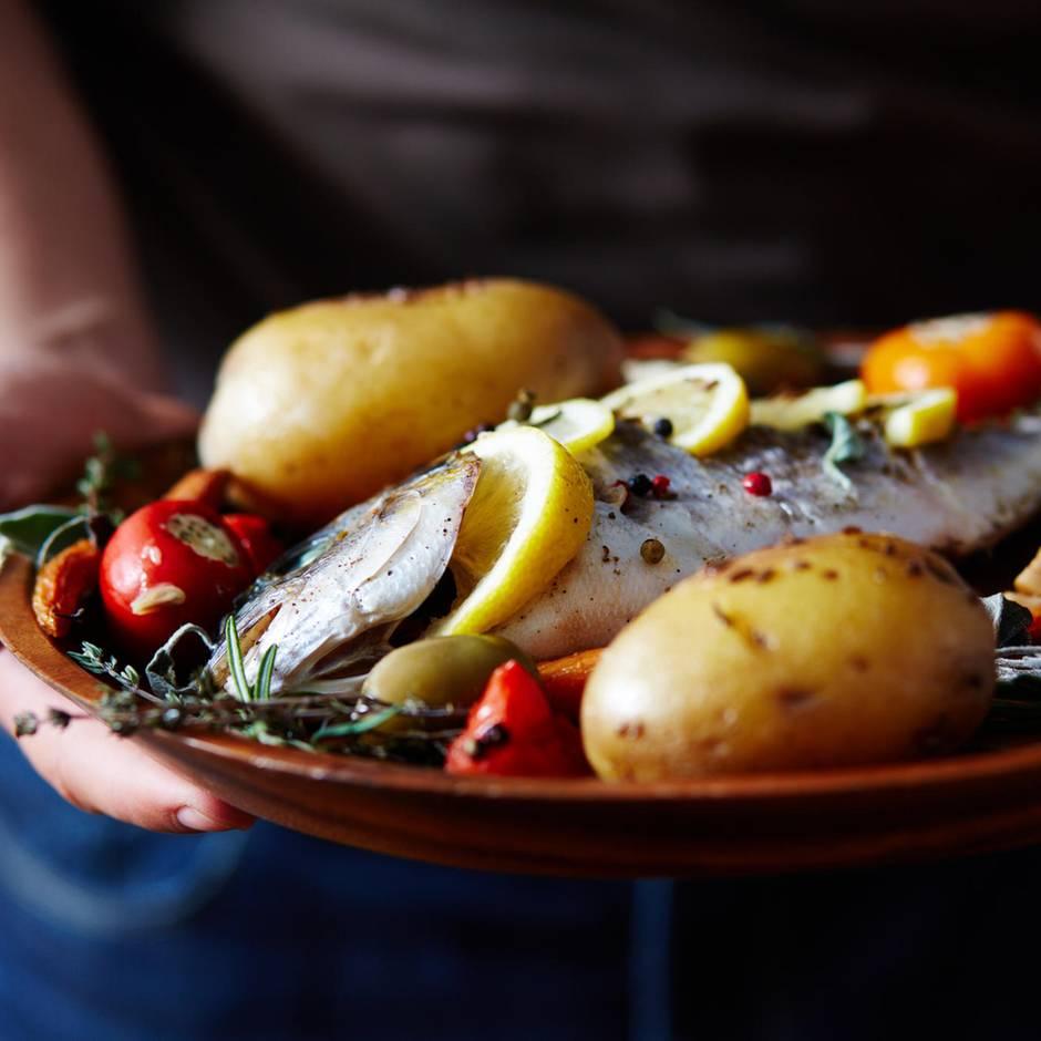 Fischratgeber der Verbraucherzentrale: Nachhaltig essen: Welcher Fisch darf noch auf den Tisch?