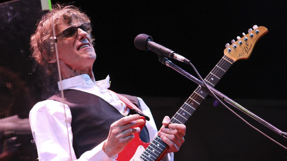 Luis Alberto Spinetta bei einem Konzert 2009