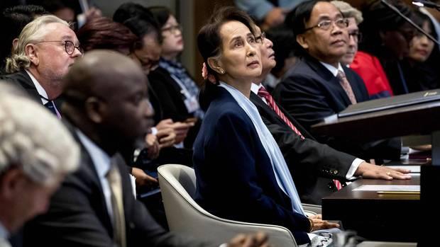 Aung San Suu Kyi aus Myanmar (Mitte) vor dem Internationalen Gerichtshof der Vereinten Nationen (Archiv)