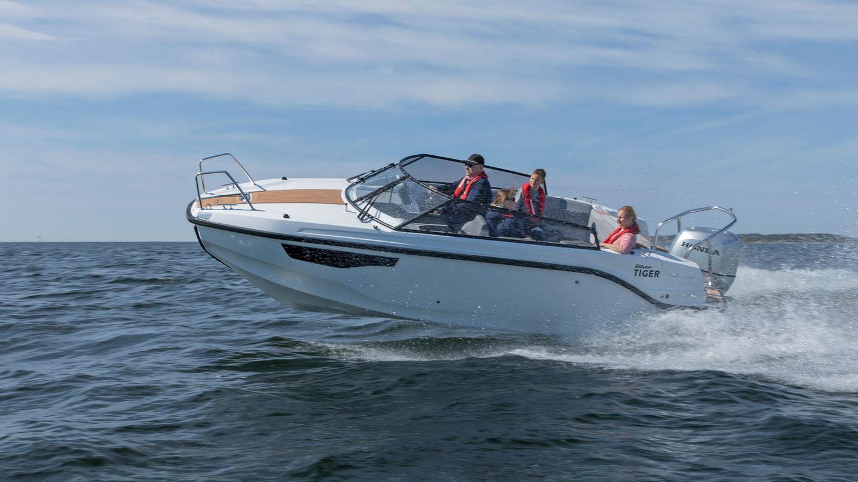 """In der kleinen Klasse """"Motorboote bis 8 Meter"""" siegte die Silver Tiger DCz. Sie kombiniert gute und sichere Fahreigenschaften mit einem guten Preis-Leistungs-Verhältnis."""