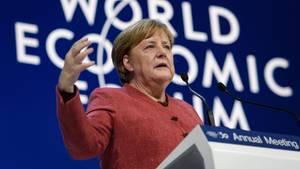 Bundeskanzlerin Angela Merkel spricht in Davos