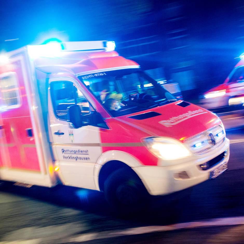 Nachrichten aus Deutschland: Sabotage: Unbekannte lösen vor Einsatzfahrt Radmuttern an Krankenwagen
