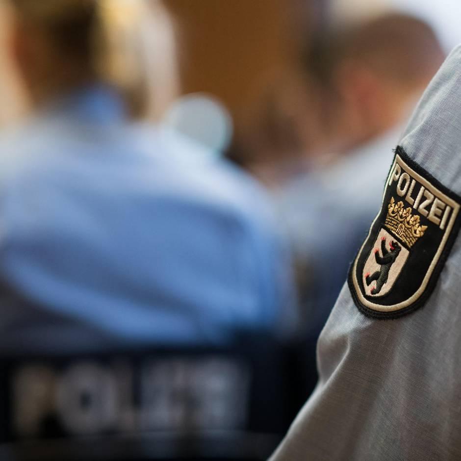 Nachrichten aus Deutschland: Polizist erschießt 33-Jährige mit Dienstwaffe – sie soll mit einem Messer auf ihn losgegangen sein