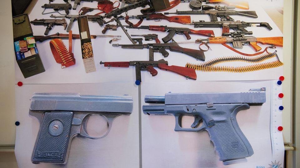 Beim Verdächtigen für einen Familienmord in Starnberg sichergestelltes Waffenarsenal