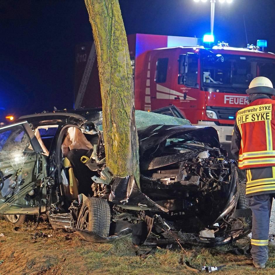Nachrichten aus Deutschland: Drei Tote und drei Schwerstverletzte bei Autounfall in Syke