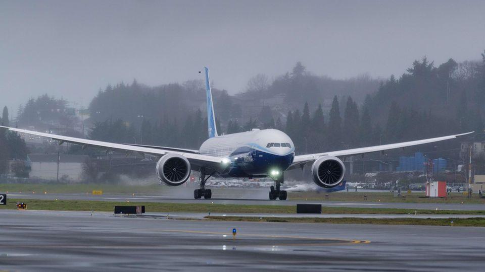 Erstflug Boeing 777 X