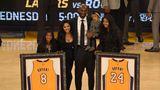 Bryant und seine Familie posieren bei seiner Jersey-Retirement-Zeremonie