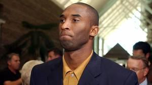 Kobe Bryant 2003 vor der Anhörung im Gerichtsgebäude von Eagle, Colorado