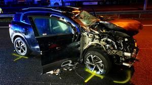 Nachrichten aus Deutschland: Demoliertes Auto steht auf der Autobahn