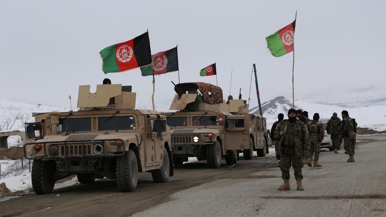 Afghanische Sicherheitskräfte auf dem Weg zur Absturzstelle.