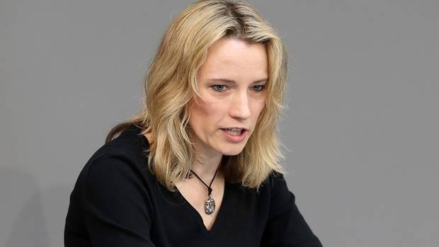 Verena Hartmann spricht im Bundestag