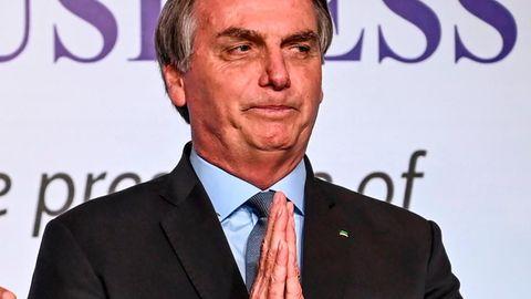 Jair Bolsonaro mit gefaltenen Händen