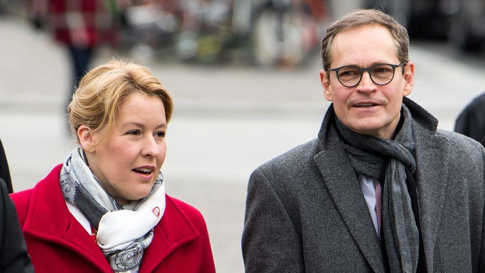 Franziska Giffey (l., SPD), Bundesfamilienministerin, und Michael Müller (SPD), Regierender Bürgermeister von Berlin