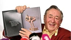 Richard Lugner präsentiert ein Foto von Ex-Skirennläuferin Lindsey Vonn