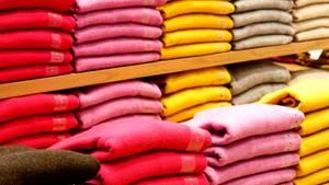 Kaschmirpullover im Geschäft