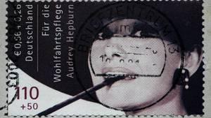Briefmarke mit Audrey Hepburn
