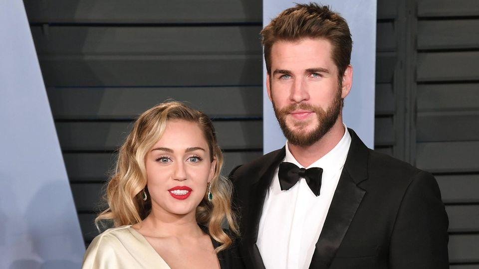 Miley Cyrus und Liam Hemsworth bei der Vanity Fair Oscar Party