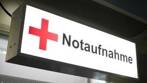 Nachrichten aus Deutschland: Schild mit rotem Kreuz und Aufschrift Notaufnahme