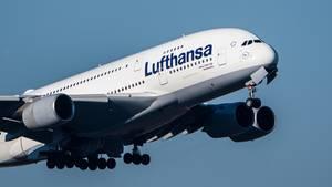 Ein Airbus A380 der Fluggesellschaft Lufthansa