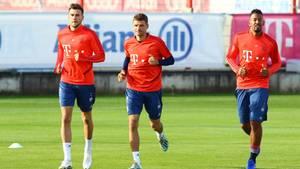 sport kompakt: Goretzka, Müller und Boateng auf dem Trainingsplatz an der Säbene Straße