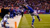 """""""The Catch"""":Odell Beckham von den New York Giants fängt einen unglaublichen Touchdown gegen die Dallas Cowboys am 23. November 2014 im heimischen MetLife Stadium"""