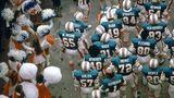 Spieler der Miami Dolphins und Cheerleader