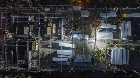 Aufgenommen aus der Drohne wirkt die Baustelle wie ein Ameisenhaufen.