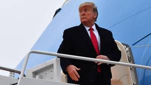 US-Präsident Donald Trump geht an Bord der Air Force One