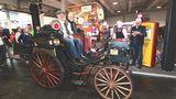 Benz Victoria Nr. 99 von 1894. Europas ältestes für den Straßenverkehr zugelassenes Fahrzeug. Hier mit Karl-Heinz Rehkopf.