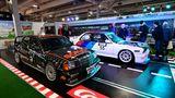 DTM-Helden von 1992/1993 sind der Mercedes-Benz 190 E der und BMW M3 mit jeweils 370 PS und 330 Km/h schnell. Als Messestand zimmerten 17 der 150 Mitglieder des Vereins Kult-Blech-Szene eine überdimensionale 100 Quadratmeter große Carrerabahn in der Halle 4.