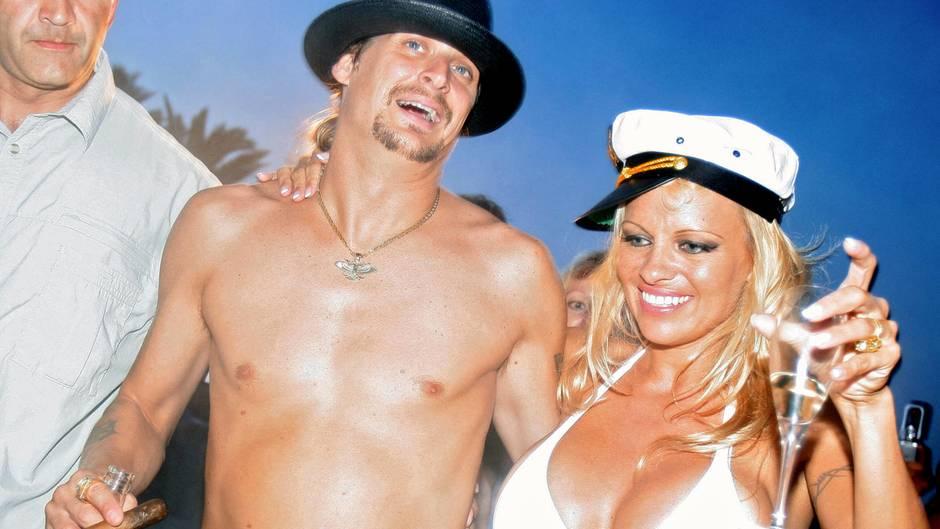 Pamela Anderson und Kid Rock feiern 2006 ihre Hochzeit in Südfrankreich.