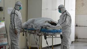 Internationaler Gesundheitsnotstand der Weltgesundheitsorganisation (WHO): ein Coronaviruspatient wird verlegt