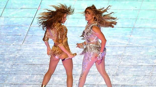 Wehende Haare, kraftvolle Posen: Shakira und J.Lo bei ihrer Halbzeitshow in Miami