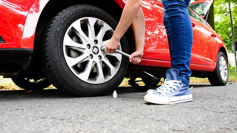Reifenwechsel mit Wagenheber