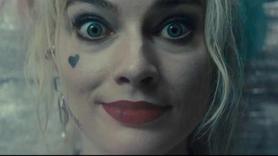 Margot Robbie istdie ehemalige Psychologin Harley Quinn