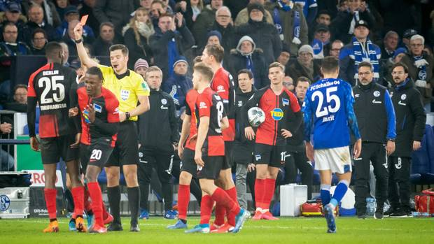 DFB-Pokal auf Schalke: Rot für Hertha-Star Jordan Torunarigha