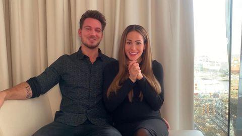 Angelina Heger und Sebastian Pannek geben das Geschlecht ihres Kindes bekannt