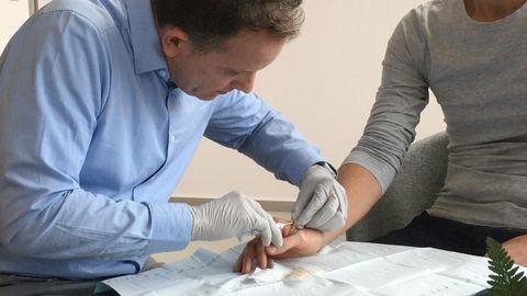 Horror oder Fortschritt? Patrick Kramer implantiert Mikrochips unter die Haut