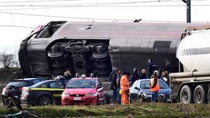 EinHochgeschwindigkeitszug ist auf der Linie Mailand-Salerno entgleist