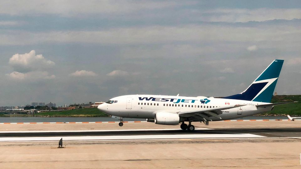 Ein Flugzeug der Airline WestJet
