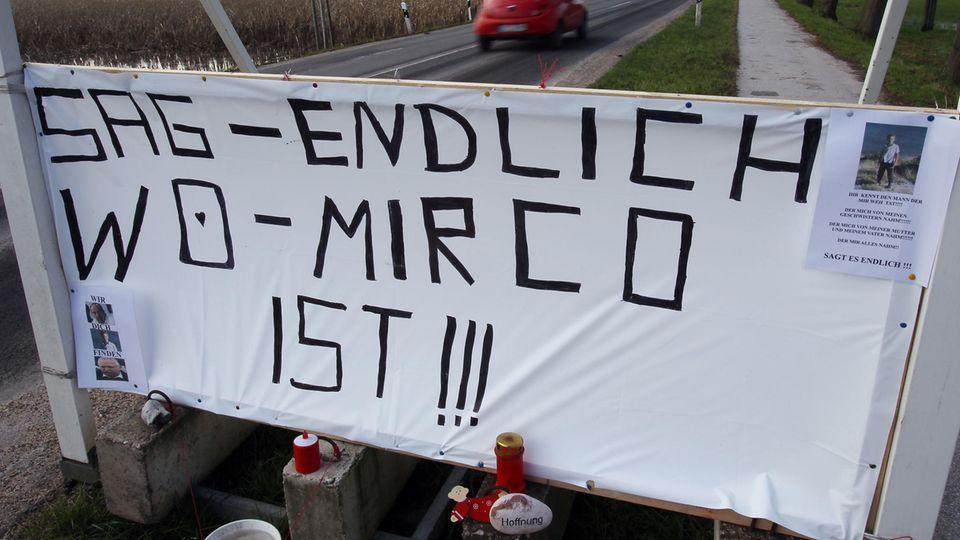 Schild der Suche nach Mirco