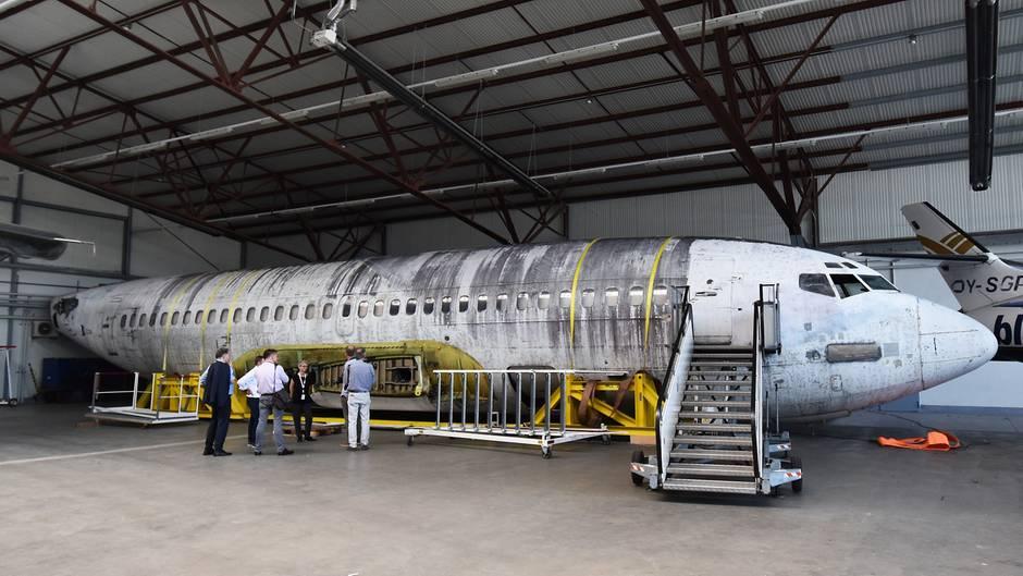 """Die """"Landshut"""" im Hangar ohne Flügel"""