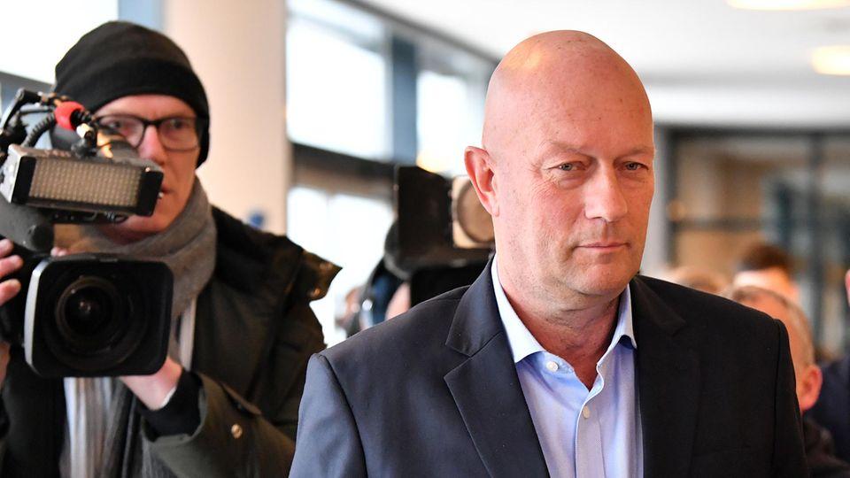 Thomas Kemmerich (FDP), Ministerpräsident von Thüringen, kommt in den Thüringer Landtag