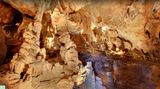 15 Jahre: Tief nach unten Die Domica-Höhlen sind das längste Höhlensystem der Slowakei. Neben den beeindruckend gewachsenen Tropfsteinen verbarg es auch zahlreiche archäologische Schätze. Bei Maps lassen sich die Höhlen ausführlich erkunden.